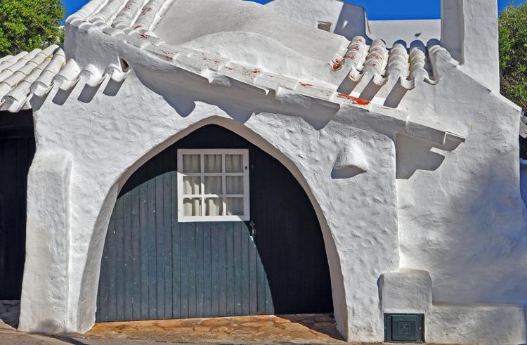 Haus-mit-Torbogen.-Menorca-