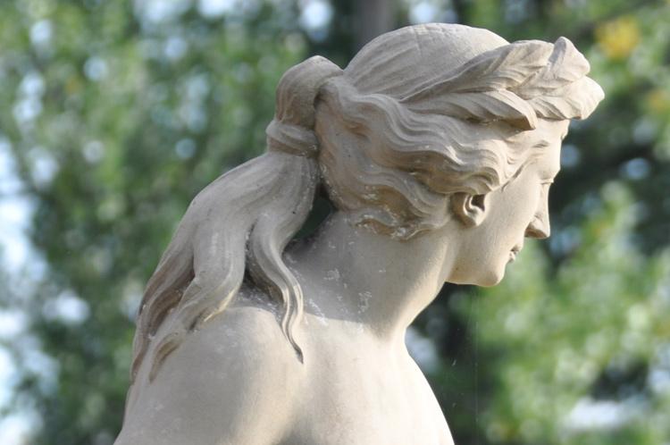 Frauenfigur-2011-09.8174-Ko