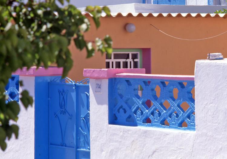 Haus-blau-rosa-beige-Rhodos
